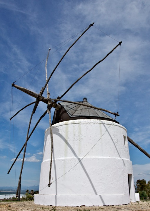 Vejer de Fontana, a town with windmills